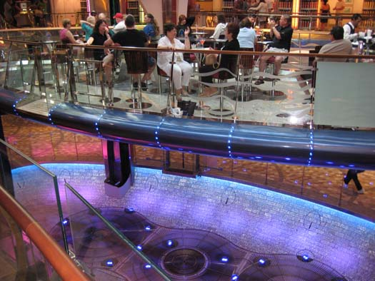 Oasis of the Seas Pictures - The Rising Tide (Floating Bar)