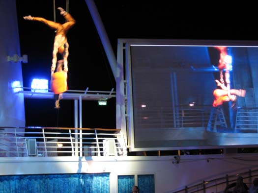 Oasis of the Seas Pictures - Oasis of Dreams Acrobatics